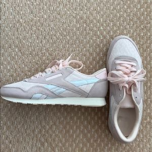 Reebok sneakers size 9 pink